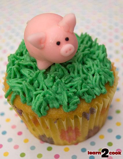 110423-Piggy-Cupcake